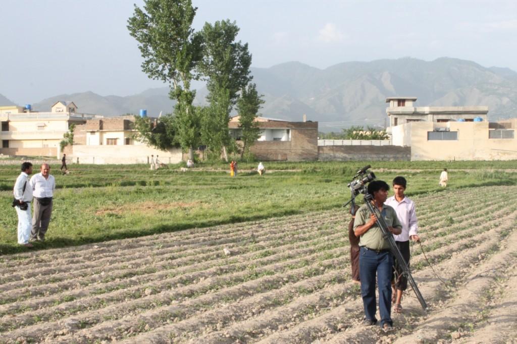 Decenas de periodistas acudieron a la casa de Bin Laden en Pakistán después de que se anunciara su asesinato.